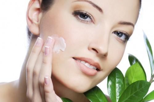Dù da bạn thuộc loại nào, việc dùng kem dưỡng ẩm vẫn là điều vô cùng cần thiết.