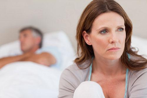 Phụ nữ khô âm đạo do bước vào tuổi mãn kinh